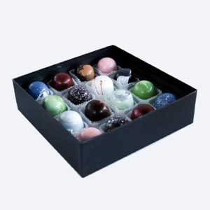Chocolate Distinction Box - 16 Bonbons